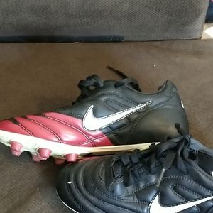 Nike zoom air soccer cleates.
